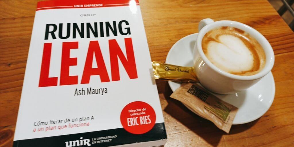 portada del libro running lean de Ash Maurya con café con leche